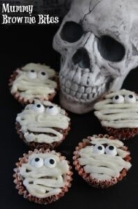 Brownie Bite Mummies | Spooky Brownie Cupcakes!