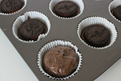 oreo stuffed cupcakes process