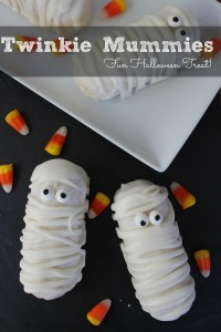 These Twinkie Mummies would look adorable next to your Frankensteins at your Halloween party!