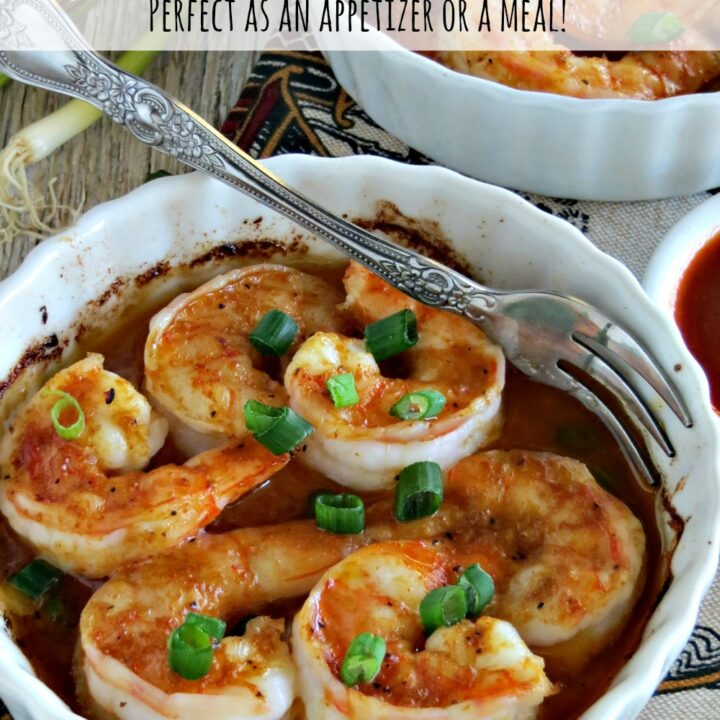 Perfect as an appetizer or even a light dinner, this garlic shrimp with Sriracha sauce is easy to make and full of flavor. Serve with toasted bread slices!